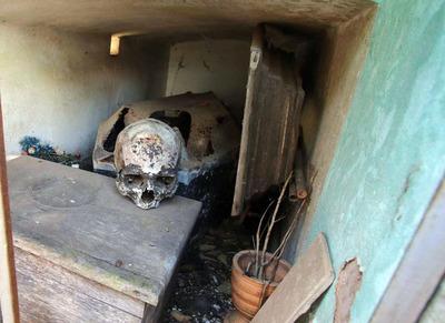 Detienen a profanador de tumbas en Itakyry