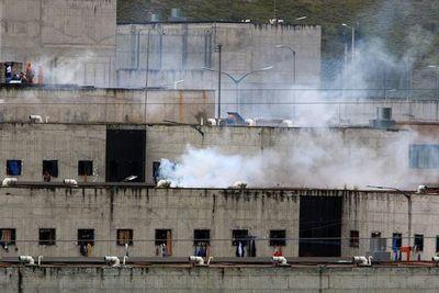 Aumenta a 79 el número de víctimas por motines en cárceles en Ecuador