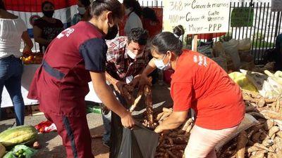 Compartieron su producción agrícola para rendir homenaje a la mujer paraguaya y critican la política de Estado