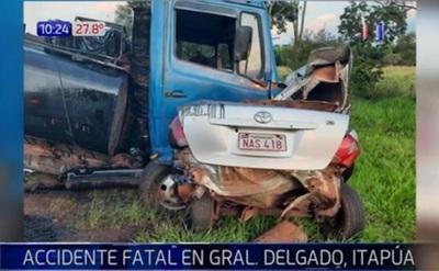 Joven conductor muere tras impactar contra camión en Itapúa