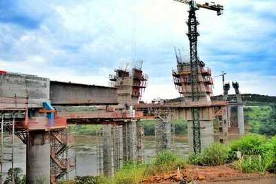 Culminó el empuje del primer tablero en el lado paraguayo del Puente de la Integración