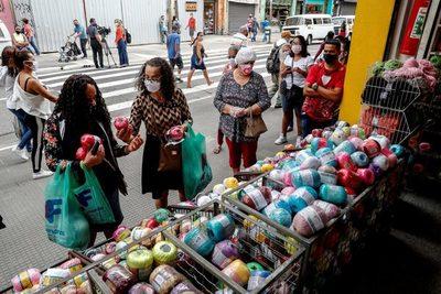 La confianza de los consumidores en Brasil vuelve a subir tras cuatro caídas