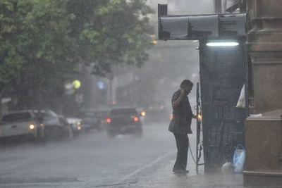 Emiten alerta por lluvias y tormentas para siete departamentos