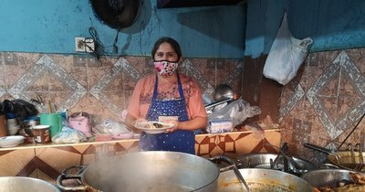 """La Nación / Del comedor a la olla popular: """"La mujer paraguaya es así, está siempre en la lucha"""""""