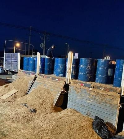 Policía incauta 13.000 litros de acetona, precursor de la cocaína, en el Chaco