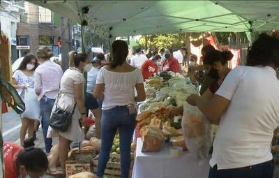Día de la Mujer Paraguaya: campesinas hicieron entrega de sus producciones