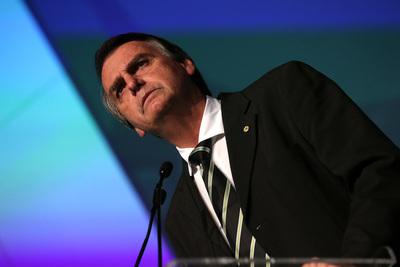 Bolsonaro renueva Gobierno y promulga ley que da autonomía al Banco Central