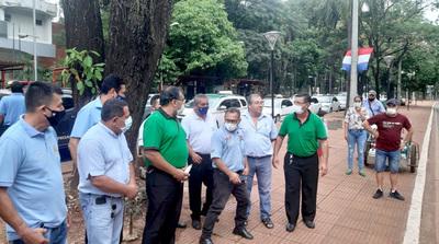 Taxistas y conductores de UBER y MUV buscarán acuerdo tras confirmarse veto