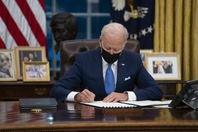 Joe Biden revocó la prohibición de Trump sobre visas de trabajo para inmigrantes en EEUU