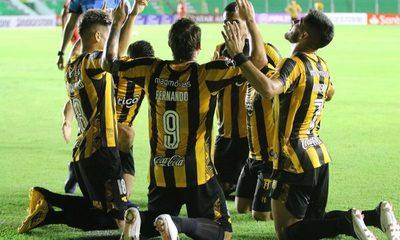 Guaraní debuta goleando como visitante al Royal Pari