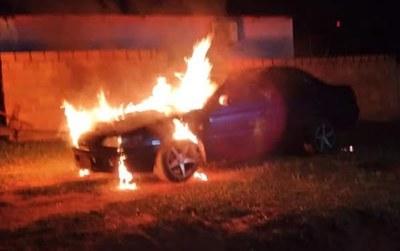 Vehículo de comunicador ardió en llamas en Yhú