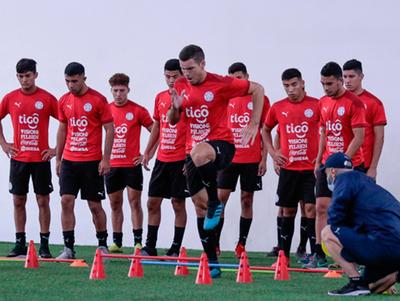 Integrantes de la selección sub-20 entrenan con Eduardo Berizzo