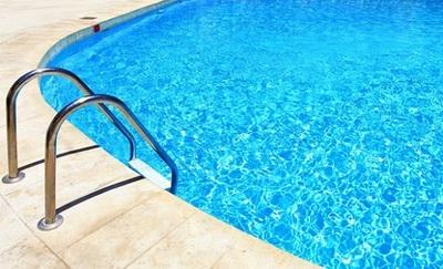 Niña muere ahogada en piscina de su casa en Ñemby