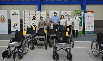 Caazapá: Entregan ayudas técnicas a personas con discapacidad
