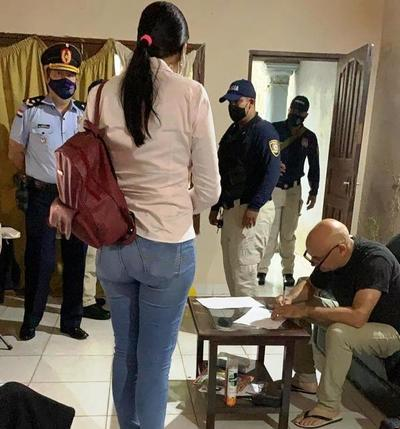 Bombero detenido por «sextorsión» niega acusación en su contra