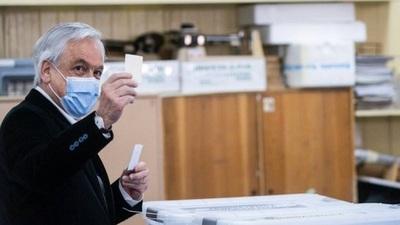 Chile recibe otros 4 millones de vacunas contra el COVID-19 y Piñera llamó a respetar las prioridades