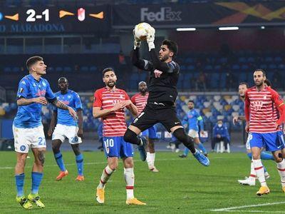 Napoli gana pero queda eliminado