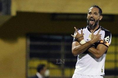 Roque Santa Cruz, un goleador que anotó en cuatro décadas distintas