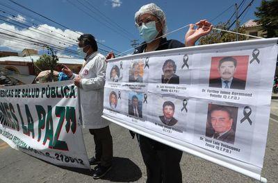 Conflictos con médicos y cocaleros complican al Gobierno de Arce en Bolivia
