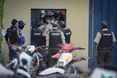 """Cerca de 70 muertos por motines """"concertados"""" en cárceles de Ecuador"""