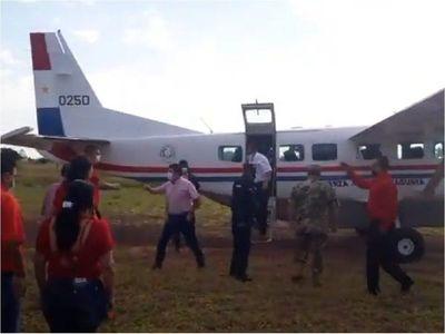 Vicepresidente en campaña política, con avioneta de la Fuerza Aérea