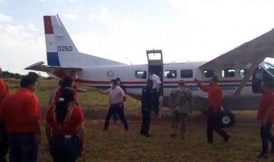 Vicepresidente en campaña política por Concordia Colorada, con avioneta de la Fuerza Aérea