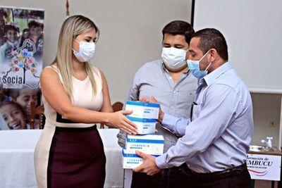 Entrega de lavatorios y mascarillas a instituciones educativas de Ñeembucú