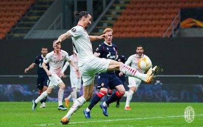 Manchester United y Milan pasan a octavos; Leicester y Napoli eliminados