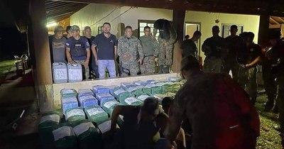 La Nación / Hallan 1.344 kilos de coca en estancia