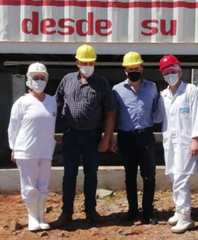 Autoridades del MIC visitaron industria frigorífica líder de Itapúa