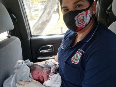 Mellis apuraron a sus papis y nacieron en el auto