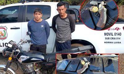 Capturan a dos motochorros después de robar celulares en varios atracos en Km 13 Acaray – Diario TNPRESS