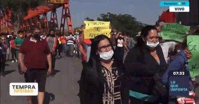 """La Nación / Comerciantes de frontera urgen ayuda: """"""""Ya no vendemos ni una media"""""""