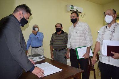 Por orden judicial asumen miembros de la aguatera de Carapeguá