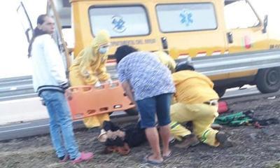 Mujer sufre grave accidente de tránsito a causa de vallado protector de la Ruta Py 02 – Prensa 5