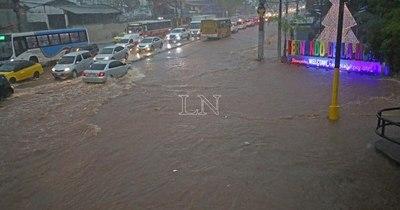 La Nación / Analizan proyecto de ley para tolerancia a trabajadores en días de lluvias o tormentas