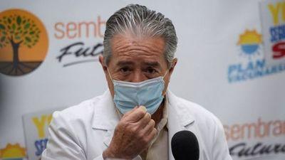 Renuncia el ministro de Salud en Ecuador tras el escándalo del plan de vacunación