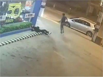 Tras brutal agresión a mujer, salta acusación de que policías cobrar por detener