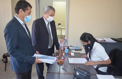 Gobernador de Guairá presenta su informe de gestión a concejales