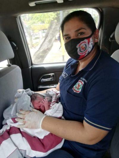 """""""Fue difícil llegar y ver a las criaturas recién nacidas"""": Subcomisario que auxilió a mellizos prematuros contó su experiencia"""