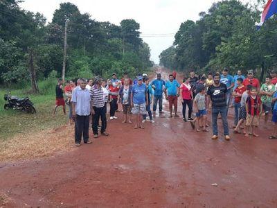 Vecinos en pie de guerra defienden a un joven en Colonia Naranjito