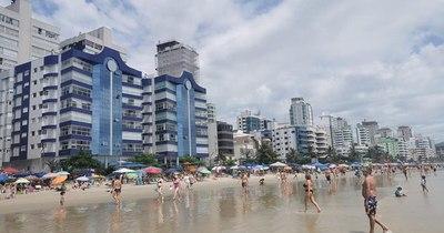 La Nación / Estados brasileños reimponen restricciones ante repunte del COVID-19