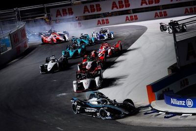 De Vries y Mercedes se quedan con la primera victoria de la temporada en la Fórmula E