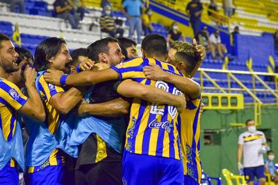 Triunfo auriazul: Sportivo Luqueño venció 1-0 al 12 de Octubre.