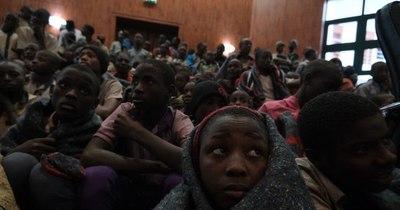 La Nación / Liberan a 42 personas secuestradas hace diez días en escuela en Nigeria