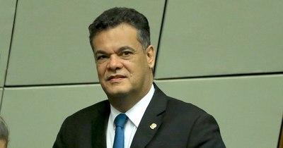 La Nación / Robert Acevedo fue recibido por una gran caravana en PJC tras su muerte por COVID-19