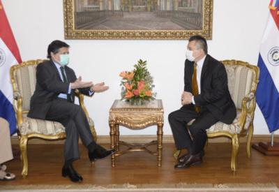 Canciller y embajador ruso hablaron sobre trámites para la llegada de más vacunas