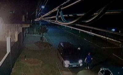 Delincuentes toman de rehén a comerciante y se llevan su furgón