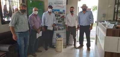 Braford entregó la segunda donación de pajuelas para mejoramiento genético de Ñeembucú