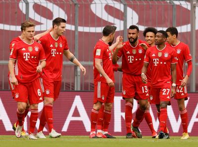 Bayern Múnich golea a Colonia y continúa bien arriba